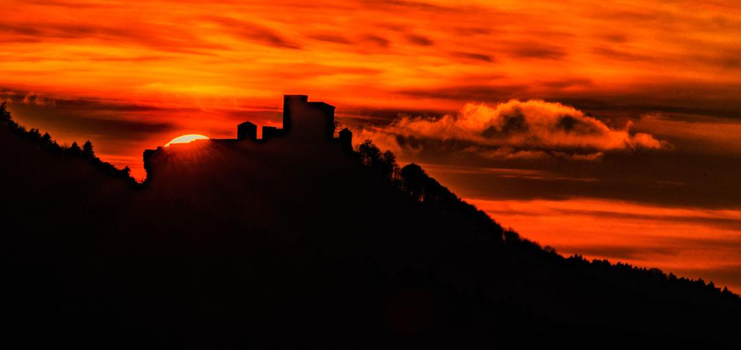 Sonnenuntergang hinter dem Trifels